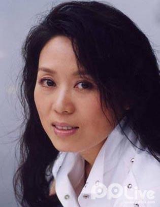吴琼前老公_55岁戏曲家吴琼生活照,嫁小15岁老公